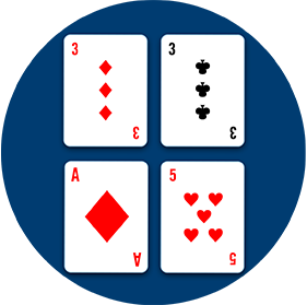 Quatre cartes:en haut, un troisde carreau à côté d'un troisde pique et, en bas,un as de carreau à côté d'un cinq de cœur.