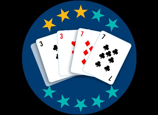 Quatre cartes sur cinq apparaissent, face visible: le 3 de trèfle et le 3 de carreau, ainsi que le 7 de carreau et le 7 de trèfle. Trois étoiles sur dix sont colorées pour indiquer que cette main se classe au huitième rang parmi toutes les mains.