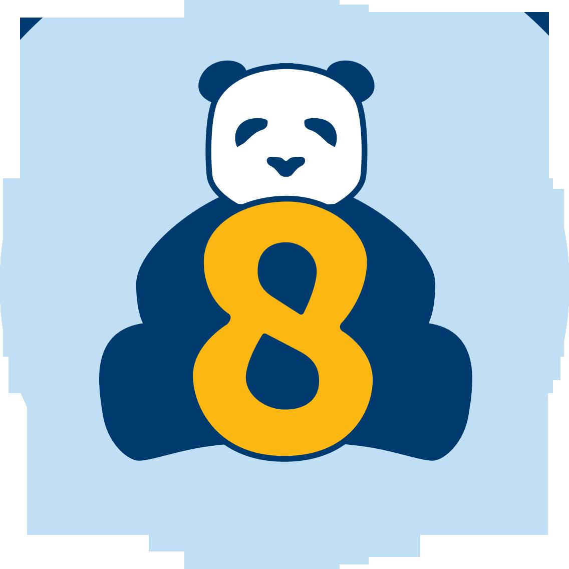 Un panda assis derrière un 8.