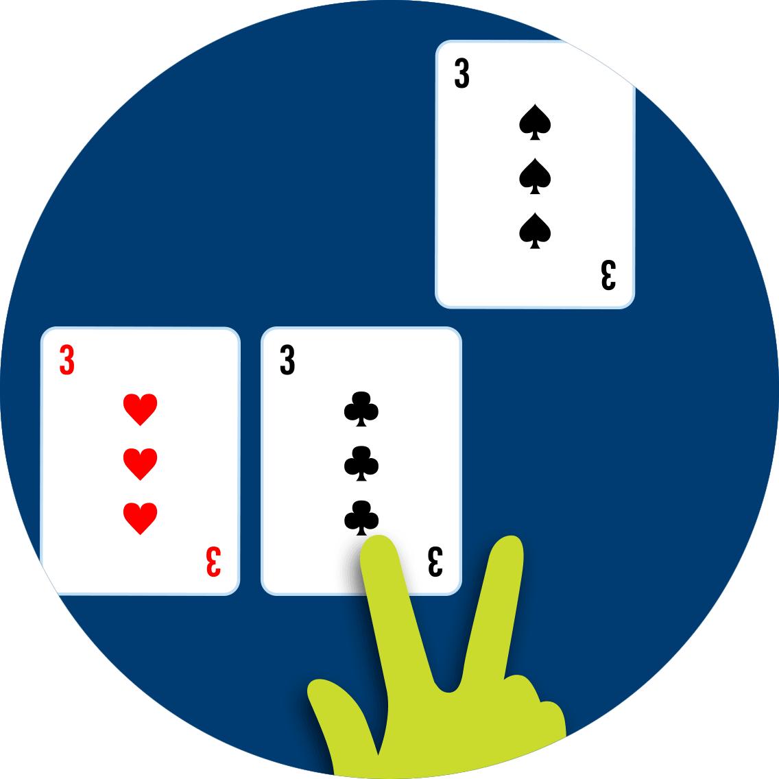 黑桃3從已經分成兩手牌的紅心3和梅花3分拆開來。