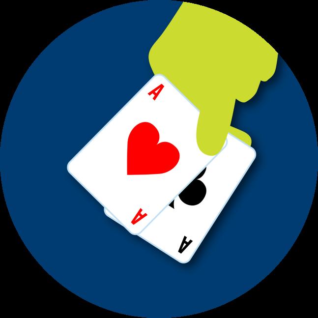 Une main tient une paire d'as : un as de cœur et un as de trèfle.